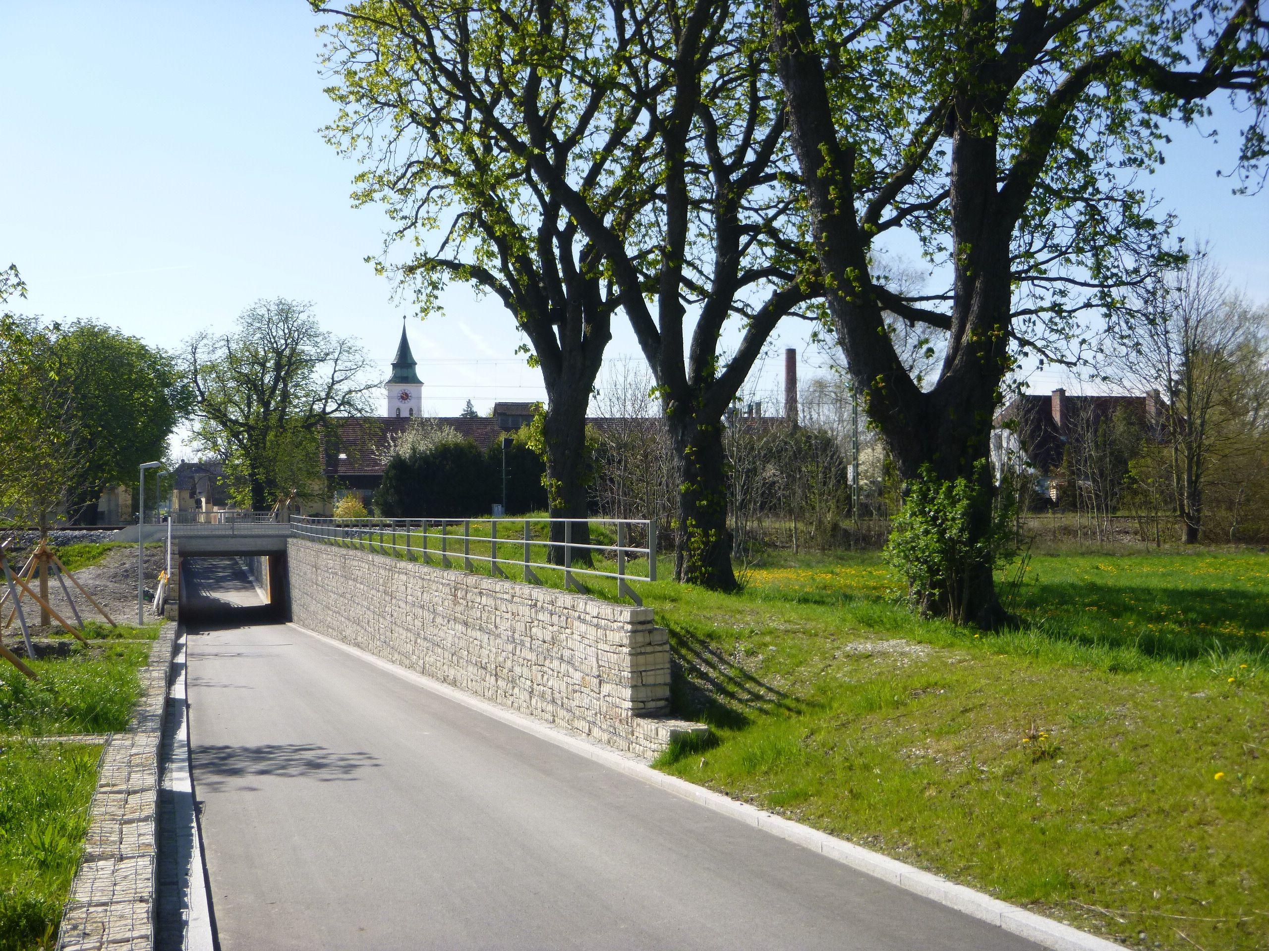 Die Gabionenwand bietet Schallschutz, Foto: Baureferat